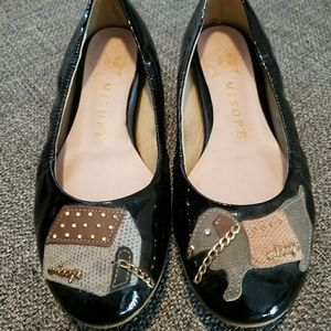 House-and-dog flat shoes